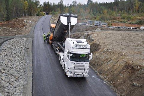 Her kommer det ny asfalt.