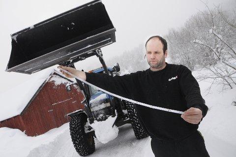 VINTEREN FORTSETTER: Hos Harald Nystuen på Bjorli kom det 50 centimeter nysnø lørdag og søndag.