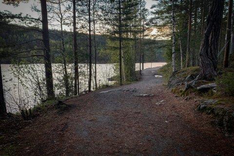 Kjennerudvannet: Mange tar turen til Kjennerudvannet for å feste. Lørdag kveld var intet unntak.