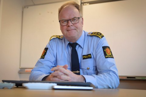 FRA KONGSBERG: Påtaleleder Per Morten Sending, etterforsker statsminister Erna Solberg og ektemannen Sindre Finnes.