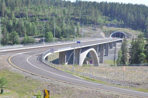 NY BRO: Snart kan du kjøre over den nye Saggrenda bro. Foto: Kjell Wold , Statens vegvesen.