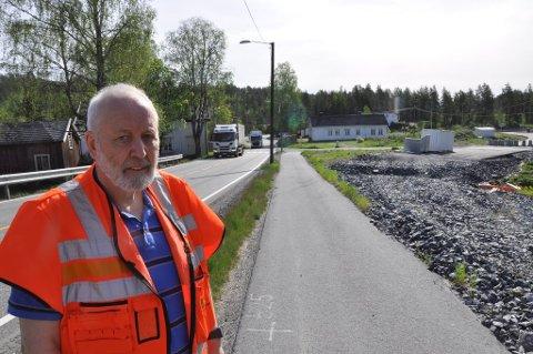 VEI-OMBYGGING: Svein Borgen går en travel høst i møte når  gamle Saggrenda-krysset skal oppgraderes. Foto:Kjell Wold / Statens vegvesen.