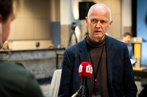 GJØR ENDRINGER: Smitteverndirektør Geir Bukholm i FHI forteller at flere vil bli vaksinert i de utsatte områdene. Foto: Anders Stensås