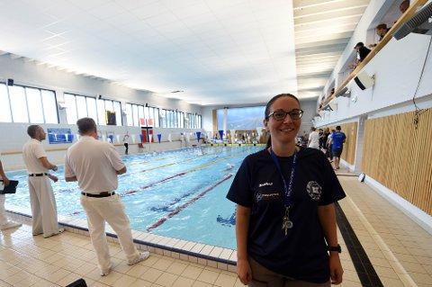 INNTEKSSVIKT: Gunn Marit Storum og BK svømming hadde håpet å tjene 300.000 på landsdelsmesterskapet, men slik ble det ikke. Hun gleder seg i stedet over stor dugnadsinnsats og gode sportslige prestasjoner. FOTO: OLE JOHN HOSTVEDT