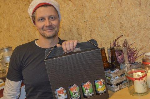 Med nisselue på låven: Jarle Molland sier det fortsatt er moro med mikrobryggeri. Ølet fra Låven er å få tak i i flere butikker og utsalg i distriktet.
