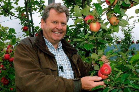 UT I VERDEN: Egge gård med Marius Egge (bildet) og sønnen Peder skal levere eplesider til servering på Norwegias fly.