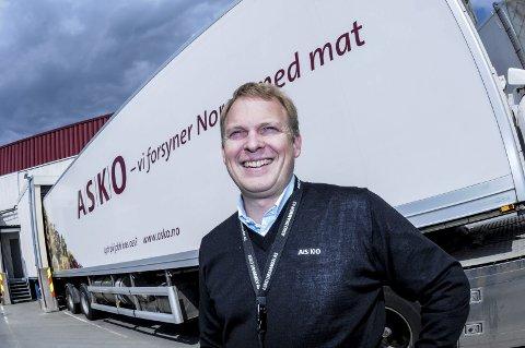 KLIMAFOKUS: Administrerende direktør Knut-Andreas Kran i Asko Drammen prater seg gjerne varm om miljø- og klimatiltak. Selv Asko-bilene er malt hvite for å spare energi. FOTO: PÅL A. NÆSS