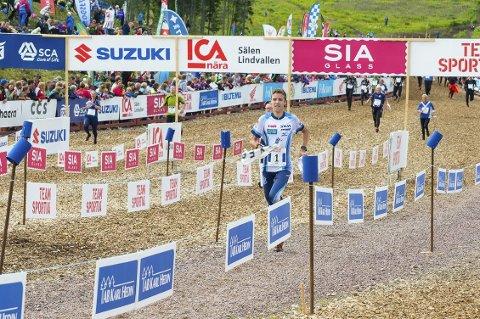 Suveren vinner: Sander Arntzen løper her inn til suveren seier i klasse H-16 i Verdens største orienteringsløp. Foto: Bjørn-Willy Arntzen