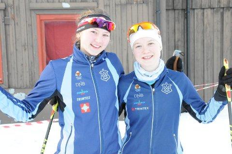 PÅ PALLEN: Tranbyjentene Tilla Farnes Hennum (til høyre) og Synne Strand ble henholdsbis nummer en og tre på både mellomdistansen og nattsprinten under lørdagens norgescupkonkurranser i ski-orientering på Skeikampen.