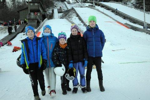 Hoppgutta fra Lier: Disse fem gutta er med og bidrar til at hoppsporten i Lier lever i beste velgående. Fra venstre: Magnus Lollik-Andersen, Erik Lollik-Andersen, Kristian Kaiser, Henrik Kaiser og Martin Kaiser.