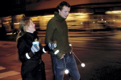 IKKE DROPP BRIKKA: Det er viktig å bruke refleks - også i byen og der det er gatebelysning.