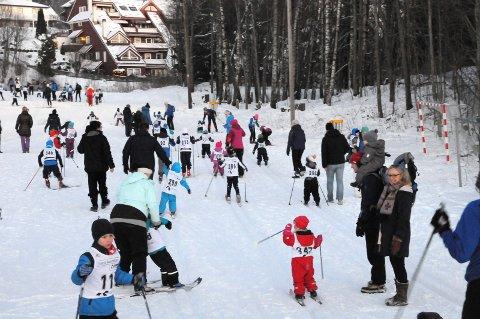 SKIGLEDE: Rundt 300 barn og unge deltok i Lier ILs skikarusell sist - og forrige - tirsdag.