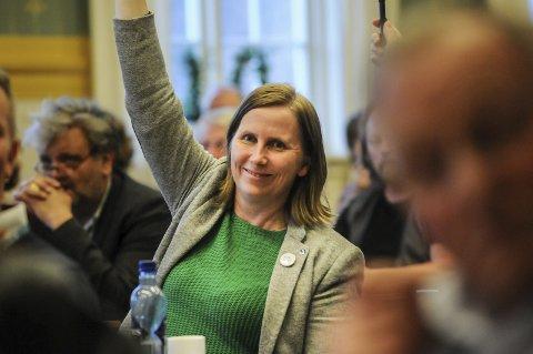 SMILTE BREDT: Venstres representanter, her ved Marianne Berg, var fornøyde med å snu vedtaket fra formannskapet.