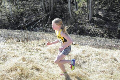 PÅ PALLEN 1: I jentenes 11-årsklasse løp Tuva Meinke Kylland, Frognerlia og IF Sturla, de 1500 meterne på 6.00.52, og var 23,8 sekunder bak Eiker Kvikks Norah Sand-Hanssen.