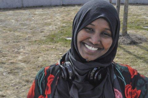 Trives godt: Raaqyio Cabdulle Ahmed trives godt på skolen i Norge, og er på vei mot å nå målet om å komme inn og fullføre legestudet.
