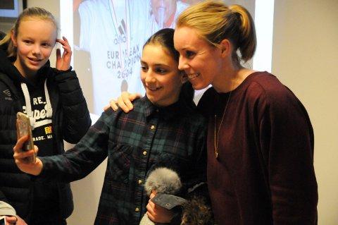 Selfie: Martina Hirniak var en av mange som fikk ta selfie med den tidligere landslagsstjernen.