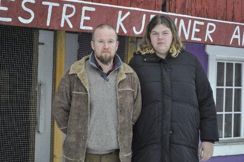 AVVIKLER: Thomas Aulie Gravdal og samboer Mari G. Gudbrandsen legger ned aktivitetsgården fra 1. april. Gården har hatt flere tilbud siden 2008.