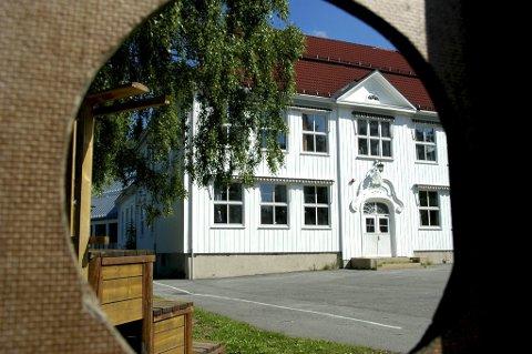 Halvparten av Nordal skoles elever har søkt seg til en annen skole.