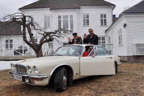 MOTORKAFÉ: Wilfred Liljeroos, Ahmed Ali El Badry og Jostein Spangen Hoset setter klampen i bånn fram mot motorutstilling med servering under Lierdagene.