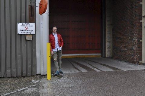ARBEIDSOM: Jonas Knutsen (19) har på fire år fått både fagbrev i logistikkoperatørfaget og studiekompetanse. Nå venter studier på BI, aller helst eiendomsmegler eller siviløkonom. FOTO: Guro Haverstad Torgersen