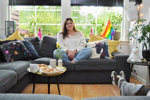 Zaira Lo Monaco er en av hovedpersonene bak Drammen Pride som arrangeres i august. - Noen ganger føler jeg det koster mer enn det smaker, sier hun.
