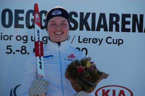 Linnea Winsvold hadde aldri trodd hun skulle stå øverst på seierspallen under junior.NM i skiskyting i Folldal. Men på sprinten ble drømmen til virkelighet.