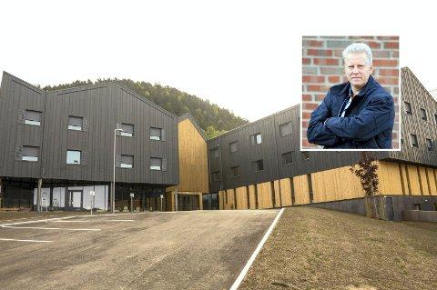 """REAGERER: Ove Andreas Solberg er leder av kontrollutvalget, og reagerer sterkt på at et flertall i formannskapet vedtok å """"sette kontrollutvalget på sidelinjen""""."""