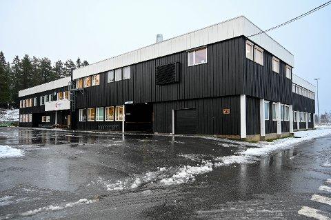 Spesialavdeling: På Hallignstad skole på Tranby ligger Hundremeterskogen, som er en avdeling for elever med spesielle behov. Avdelingen administreres nå av Tranby skole.