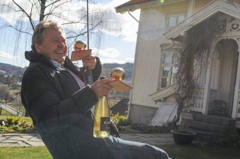 Fornøyd med gull: Marius Egge pleier å gjøre det sterkt i siderkonkurransen CiderWorld i Tyskland.  Det gjorde han også i år.
