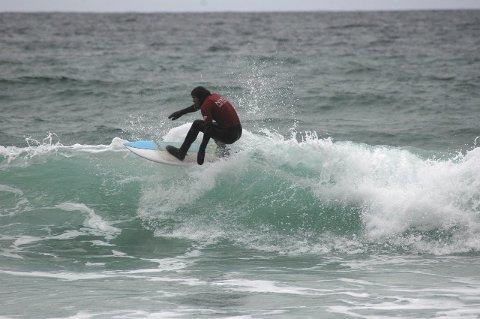 Surfekurs: Qltura Fritidsklubb arrangerer surfekurs i høstferien. Foto: Eirik Eidissen