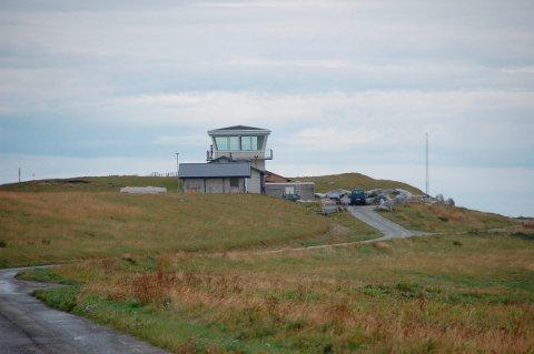 Det nedlagte flytårnet på Værøy har blitt omgjort til sjokoladefabrikk