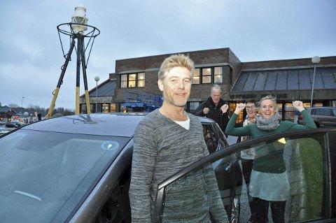 Gladsak: Kommunalsjef Lars Pleym Ludvigsen er fornøyd. Det samme er kollegene Nils Kaltenborn, Kirsti Johansen – som har framforhandlet bilkjøpet, og miljøfaglig ansvarlig, Anja Meland Rød. – Vi har en innkjøpsveileder på miljø. Denne har alle ansvar for å bruke, forteller de.