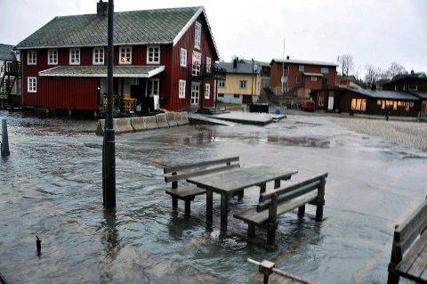 Torget i Kabelvåg ligger svært utsatt til ved stormflo