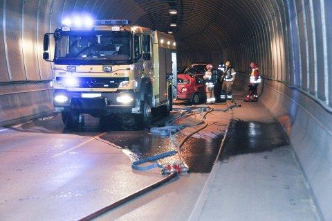 Samband: Under sist ukes blålysøvelse i Nappstraumtunellen, ble det avdekket dårlig mobildekning og dårlig samband, noe som vanskeliggjorde en rask kommunikasjon mellom enhetene brann, politi og ambulanse. Foto: Lise Fagerbakk