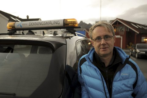 Mobildata: Dekningsdirektør Bjørn Amundsen i Telenor sier Svolvær nå har fått langt bedre dekning innendørs i sentrum etter at 4G+ mobilsender på Kjeøya er satt i drift.  Foto: Knut Johansen
