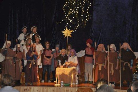 JUL: Her fra avslutningsscenen i juleforestillingen ved Fygle skole. Alle foto: Kai Nikolaisen