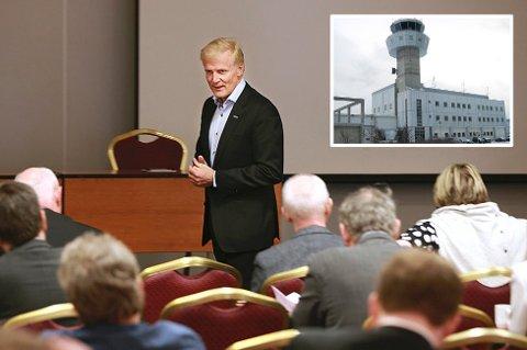 - Dette vil bety store økonomiske gevinster når vi kan styre flyplasser med færre personer, sier konsernsjef i Avinor, Dag Falk-Pettersen.