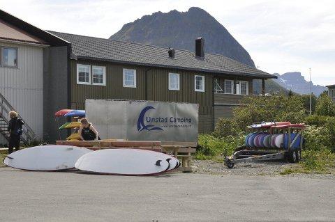 Leie: Rådmann Erling Sandnes vil senke leie for å beholde Arctic Surf Camp på Ramberg. foto: magnar johansen