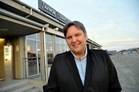 Reagerer: Vestvågøy-ordfører Jonny Finstad (H) reagerer på at Hadsel-kollega Kjell Børge Freiberg (Frp) mener flyplassen på Leknes kan legges ned til fordel for felles flyplass for Lofoten og Vesterålen dersom det bygges tunnel under Hadselfjorden. – Han opptrer uklokt, mener Finstad.foto: magnar johansen