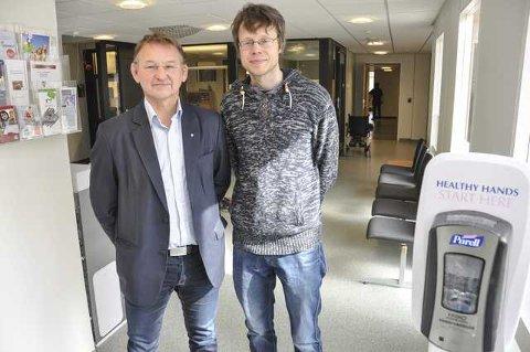 NYTT: Helsesjef Nils Olav Hagen og kommuneoverlege Barge Toreid er fornøyd med det nyrenoverte lokalet, hvor det meste begynner å komme på plass.