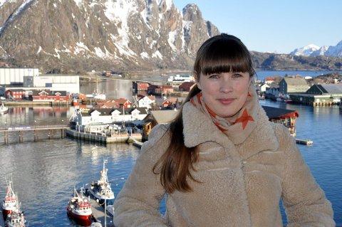 Unge: Benedikte Farstad Nashoug i Salt Lofoten AS er klar til å møte 500 elever fra 9. klassene i Lofoten og Vesterålen i kulturhuset. Foto: John-Arne Storhaug
