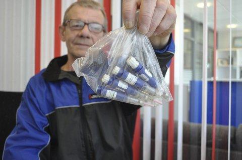 Dumpet: Fire sprøyter med potensmiddel lå igjen ved rasteplassen på Sletteng. – Folk slenger fra seg det meste, er John-Inge Johnsens erfaring.