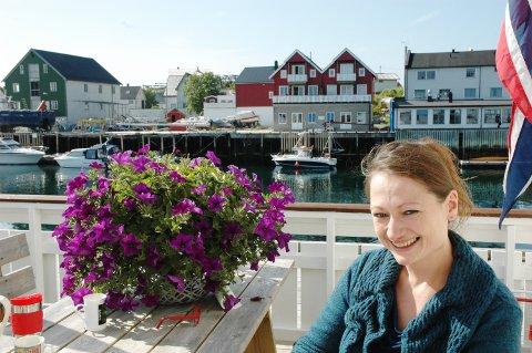 Fiolinist Erika Geldsetzer i Faurè Quartett stortrives i Henningsvær