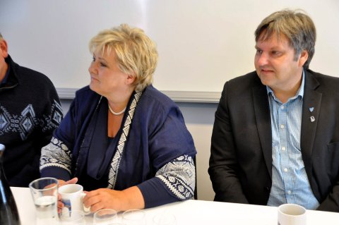 Statsminister Erna Solberg og ordfører Jonny Finstad.