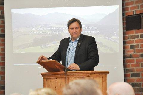 Fornøyd: Ordfører Jonny Finstad i Vestvågøy kommune, er glad og fornøyd over at utbyggingen går raskere enn opprinnelig planlagt.