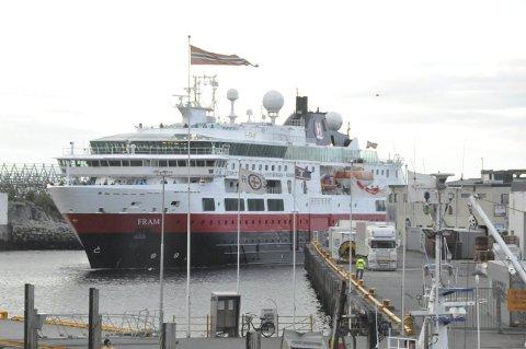 Svolvær: Fra og med onsdag anløper Hurtigruten Lofoten igjen.
