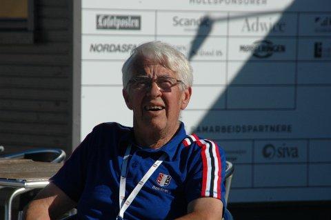 Hoveddommer Einar Sem-Jacobsen fra Asker sørget for at alt gikk riktig for seg.