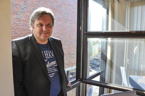 Fornøyd: Ordfører Jonny Finstad  ser store muligheter hvis de lykkes med prosjektet. Han roser universitetet for å se mulighetene. Foto: Lise Fagerbakk