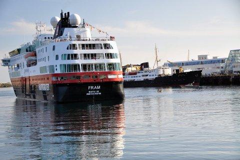 Styrker seg: Hurtigruten ASA vil styrke seg betraktelig i Lofoten. Blant annet skal explorerskipene, «Fram» og «Nordstjernen» hyppigere innom Lofoten. Foto: Gullik Maas Pedersen.