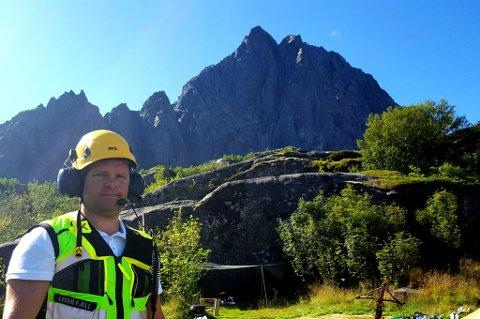 Bjørn Kirkhaug i Svolvær alpine redningsgruppe klar til å gå inn i Vågankallen.